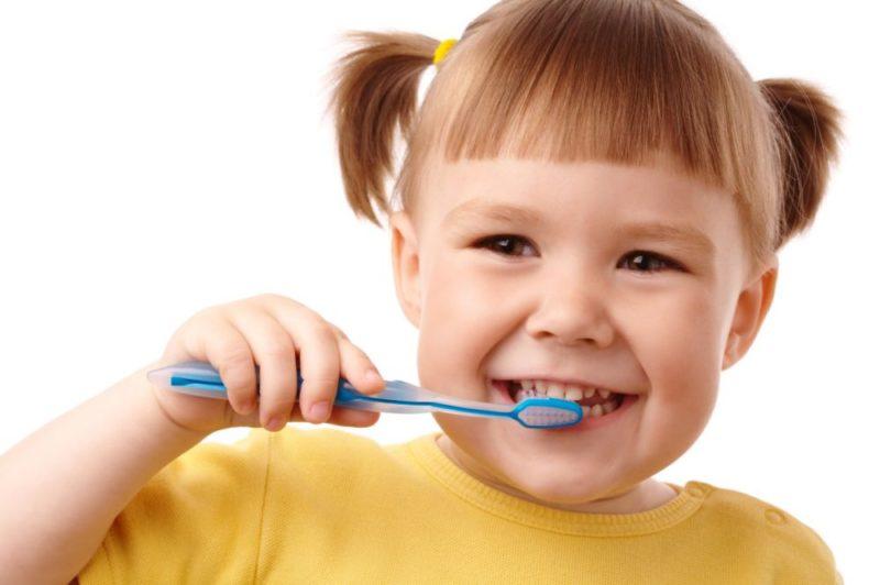 У ребенка чернеют молочные зубы что делать