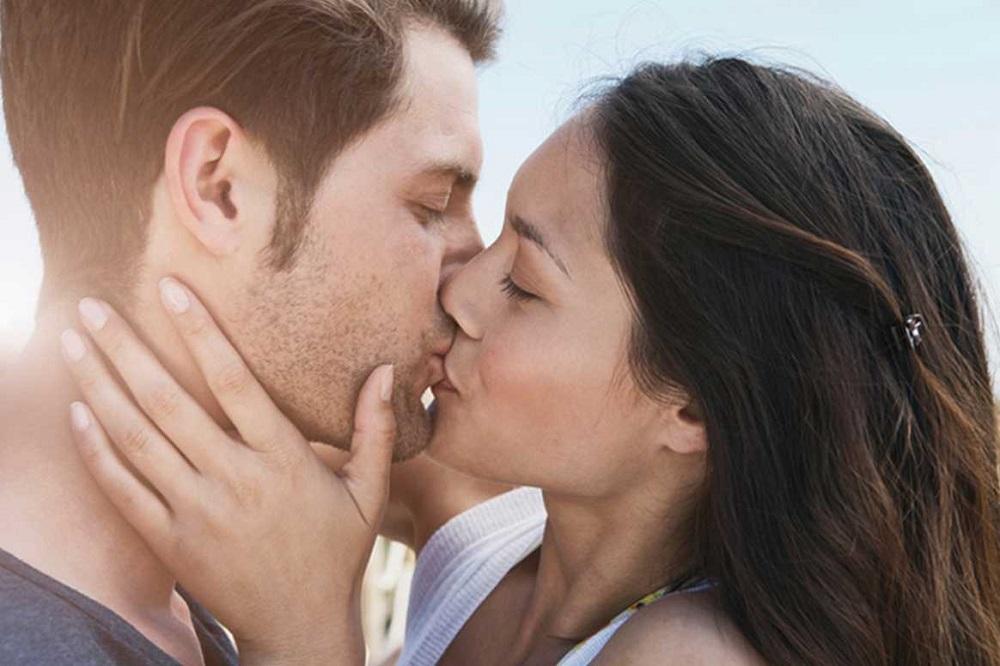 Смотреть фото как целуются, порно фильмы половые губы