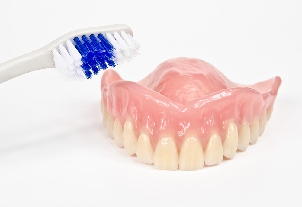 Народные средства для чистки зубных протезов в домашних условиях